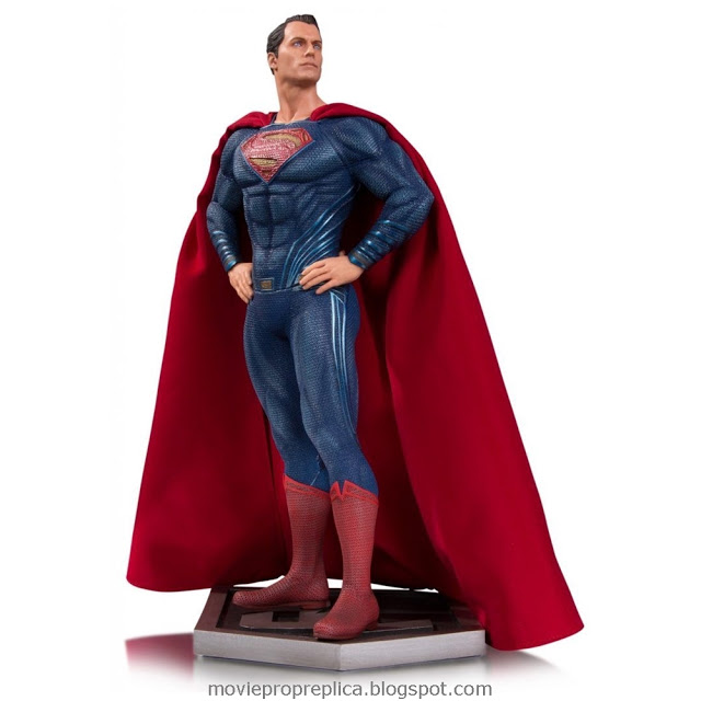 Justice League: Clark Kent / Superman 12 inches Statue (Henry Cavill)
