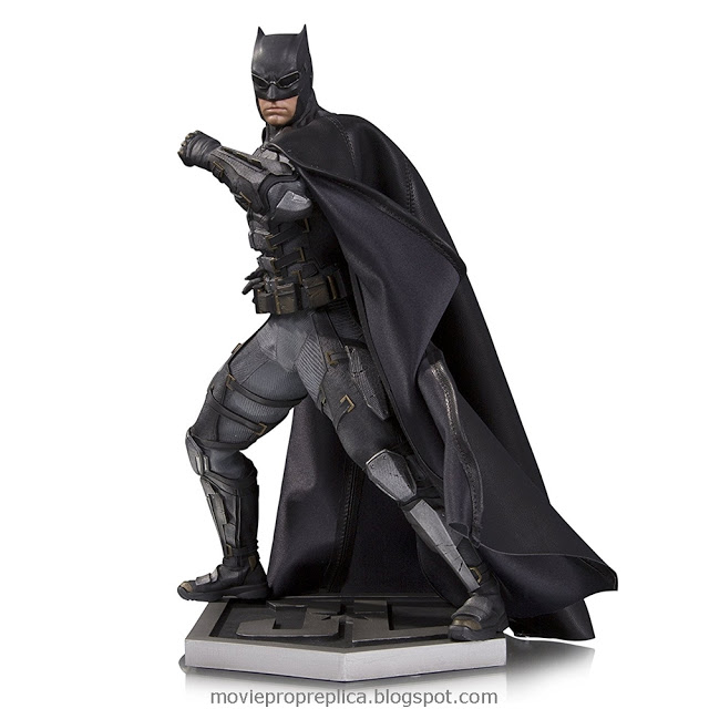 Justice League: Bruce Wayne / Batman 12 inches Statue (Ben Affleck)