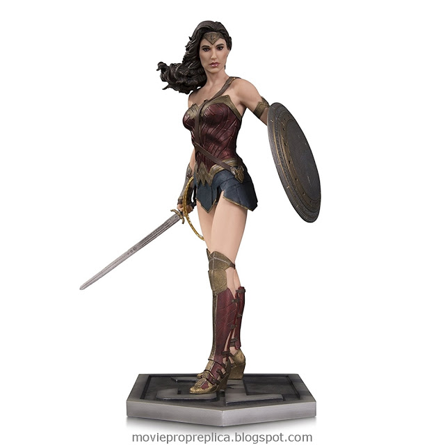 Justice League: Diana Prince / Wonder Woman 12 inches Statue (Gal Gadot)